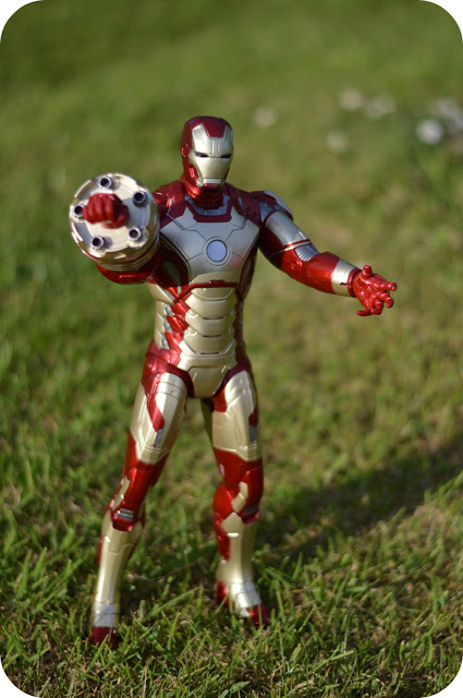 IRON MAN ACTION TOYS