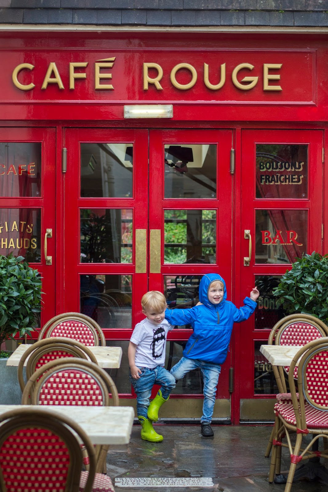 Cafe Rouge French Restaurant Stratford Children's Menu outside garden