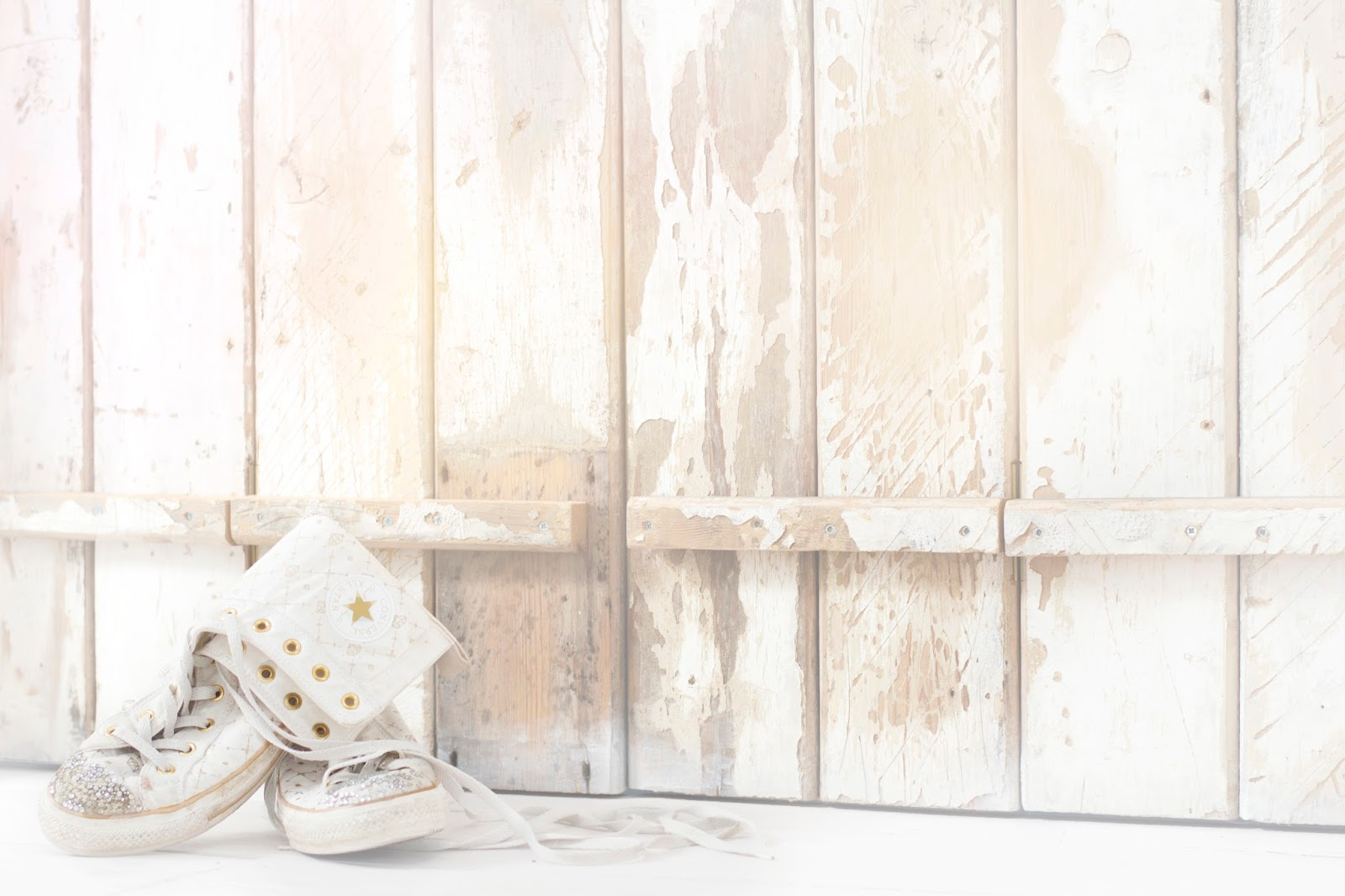 A WHITE CHRISTMAS: DECORATING ASPIRATIONS AT HOME