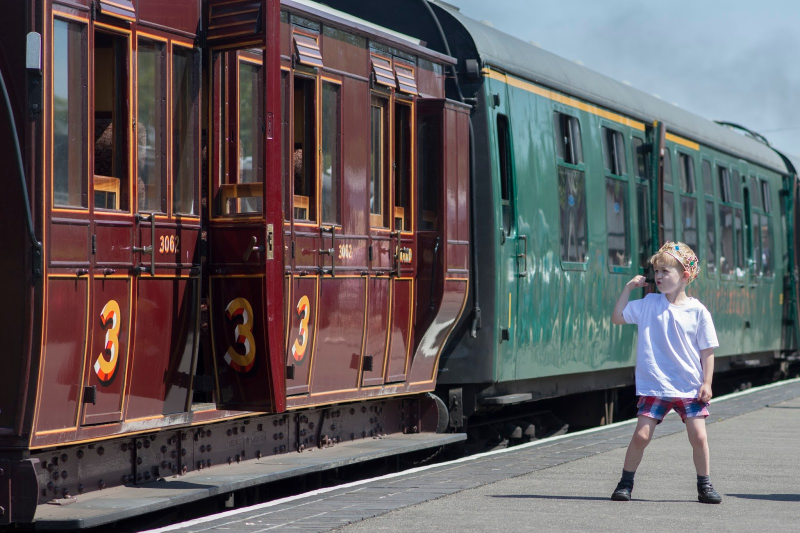 STEAM: KENT AND EAST SUSSEX RAILWAY [VISIT 1066 COUNTRY]