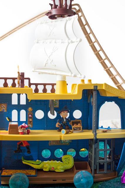 JAKE'S MIGHTY COLOSSUS HIGH SEAS ADVENTURE PLAYSET