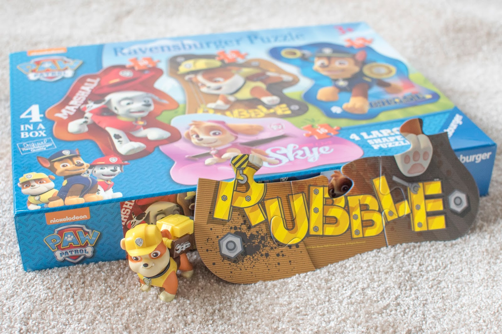 PUPS IN PIECES: RAVENSBERGER PAW PATROL SHAPED PUZZLES