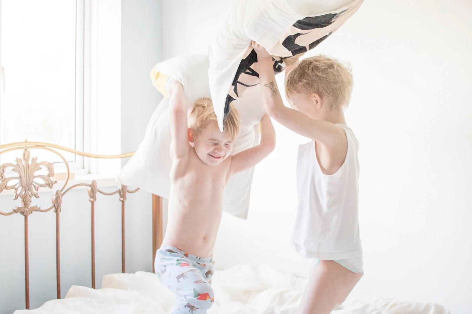 Бой подушками фото