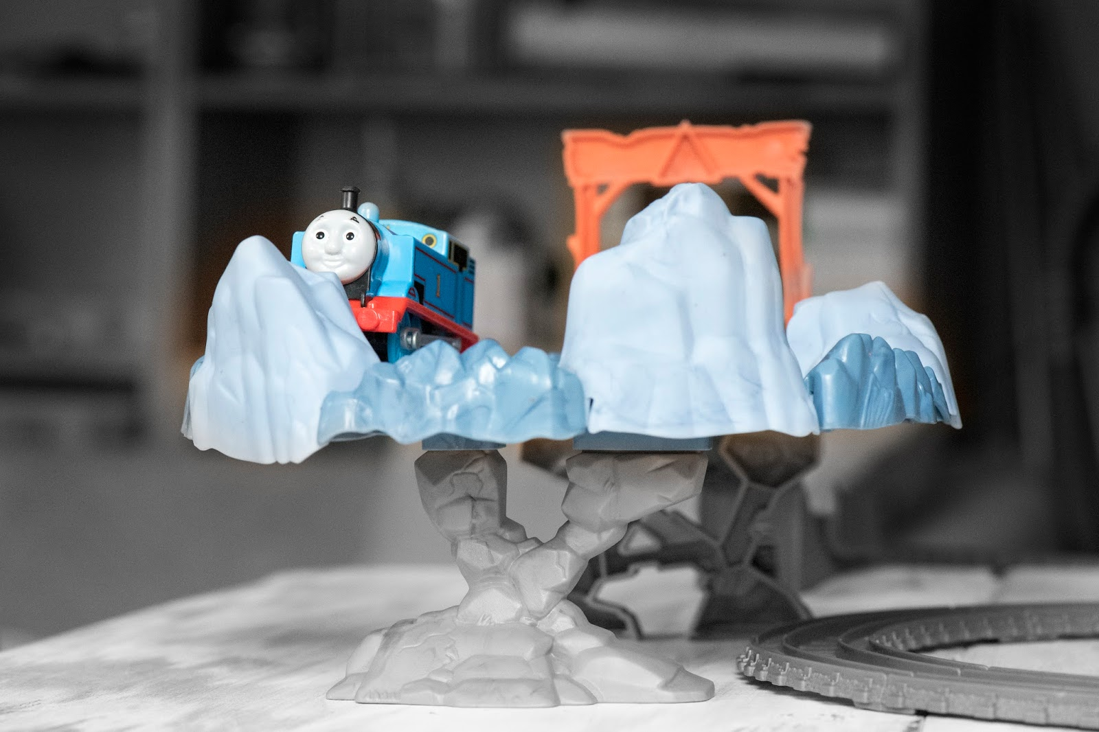 THOMAS AND FRIENDS: TRACKMASTER CLOSE CALL CLIFF PLAYSET
