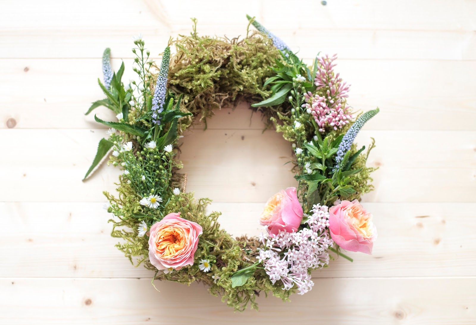 SPRINGTIME FLOWER WREATH DIY TUTORIAL