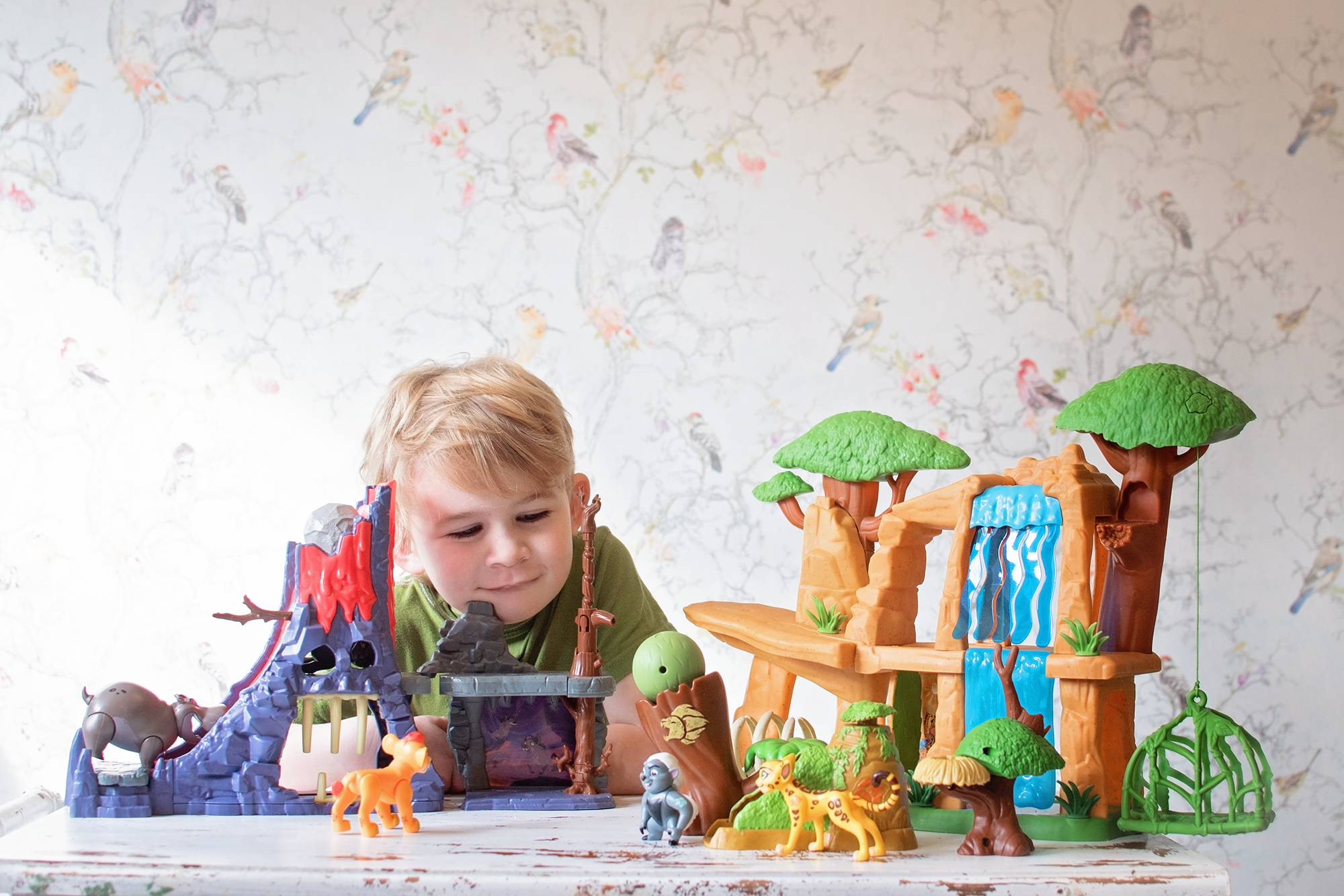 TEST DRIVE TUESDAY: DISNEY LION GUARD HYENA HIDE OUT PLAYSET