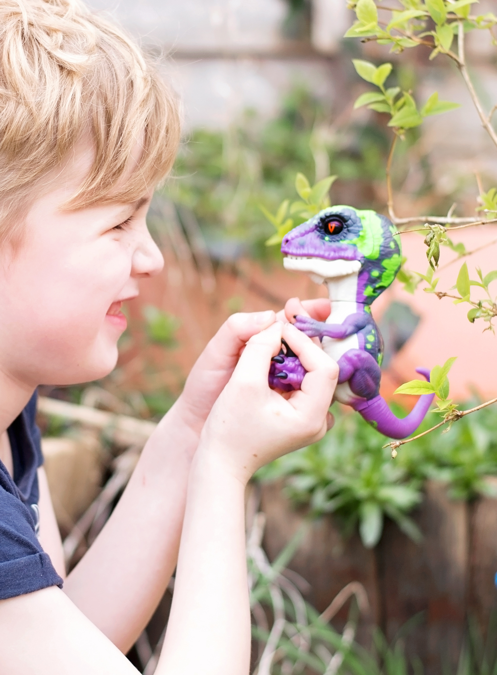 Razor the Untamed Raptor Fingerlings