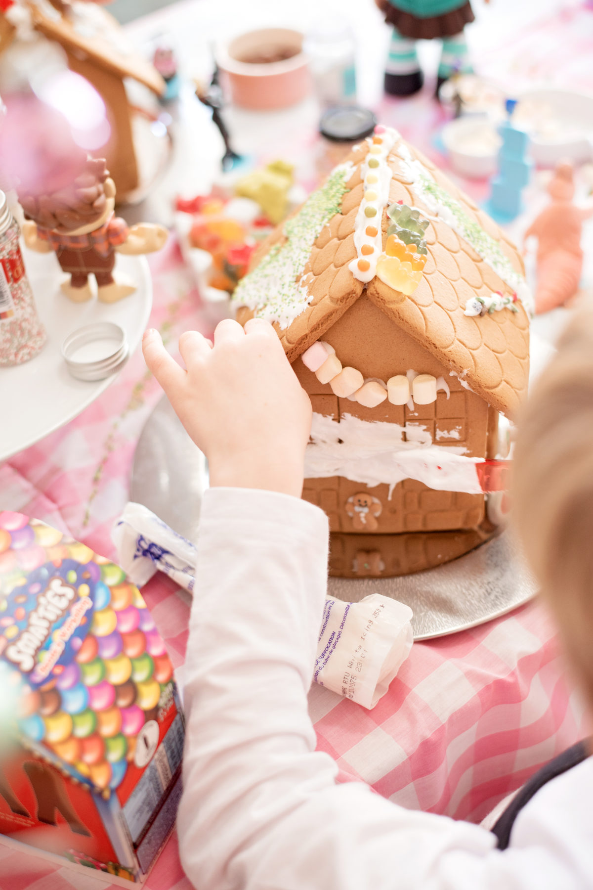 decorating the gingerbread house christmas