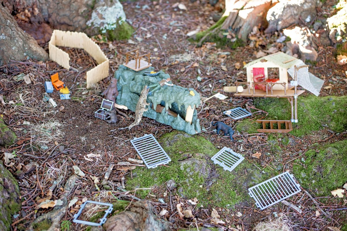 Schleich Croco Jungle Research Station #SCHLEICHANIMALMAGIC bear destruction