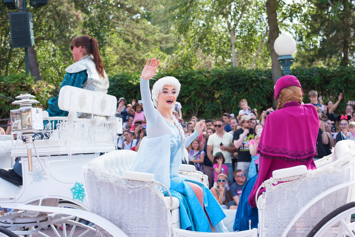 elsa disneyland paris parade