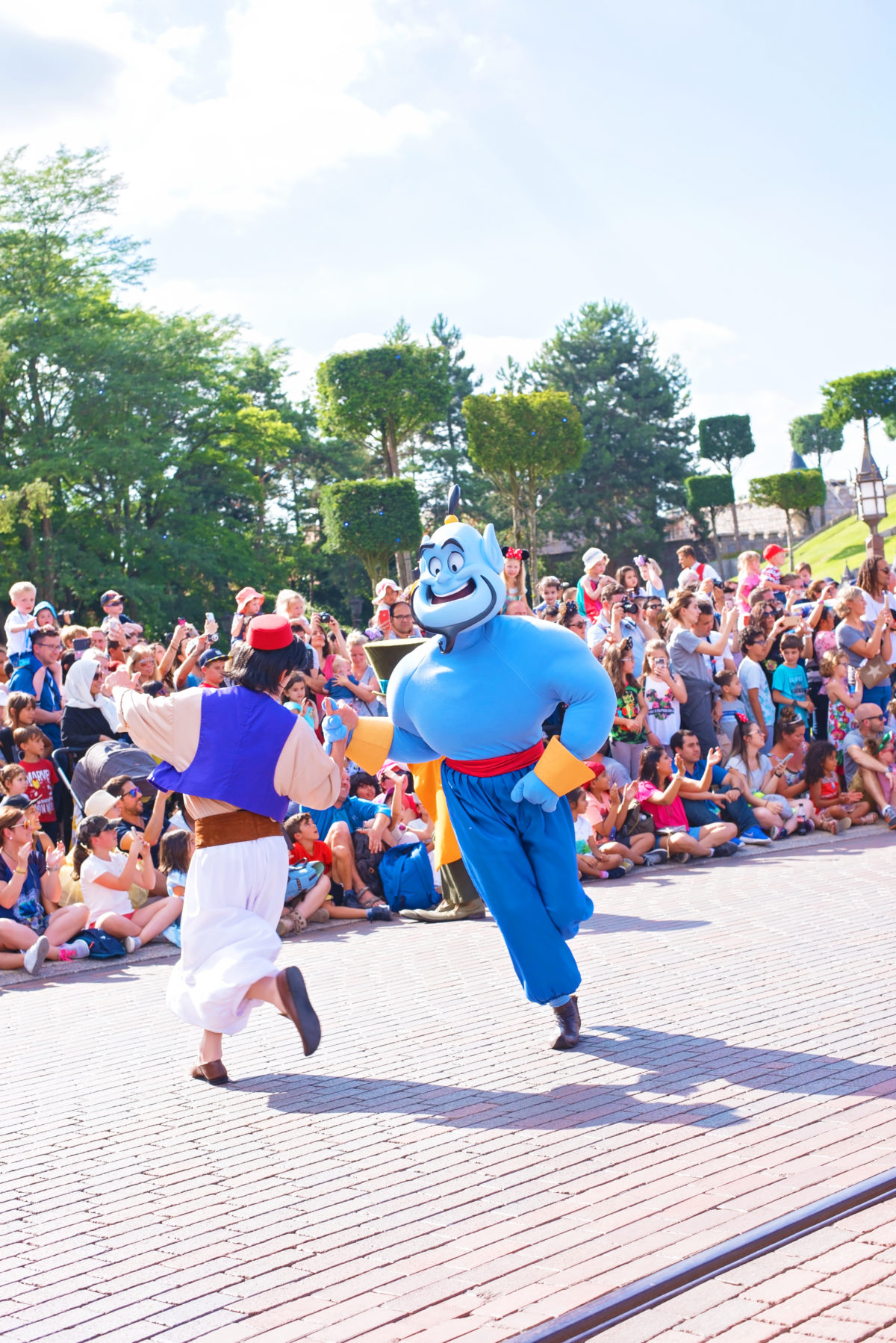 Aladdin and Genie Parade disneyland paris
