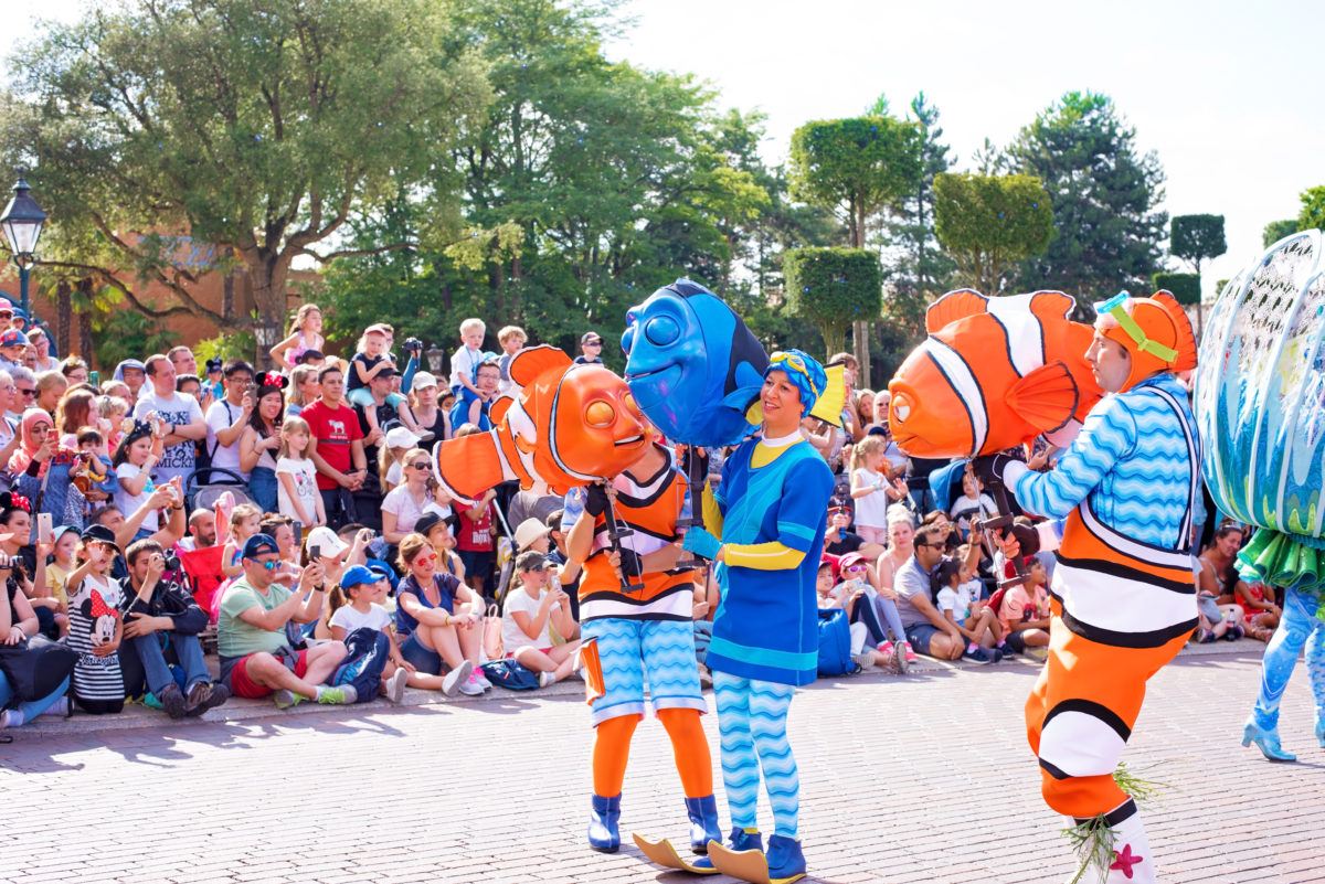 disneyland paris nemo and dory parade