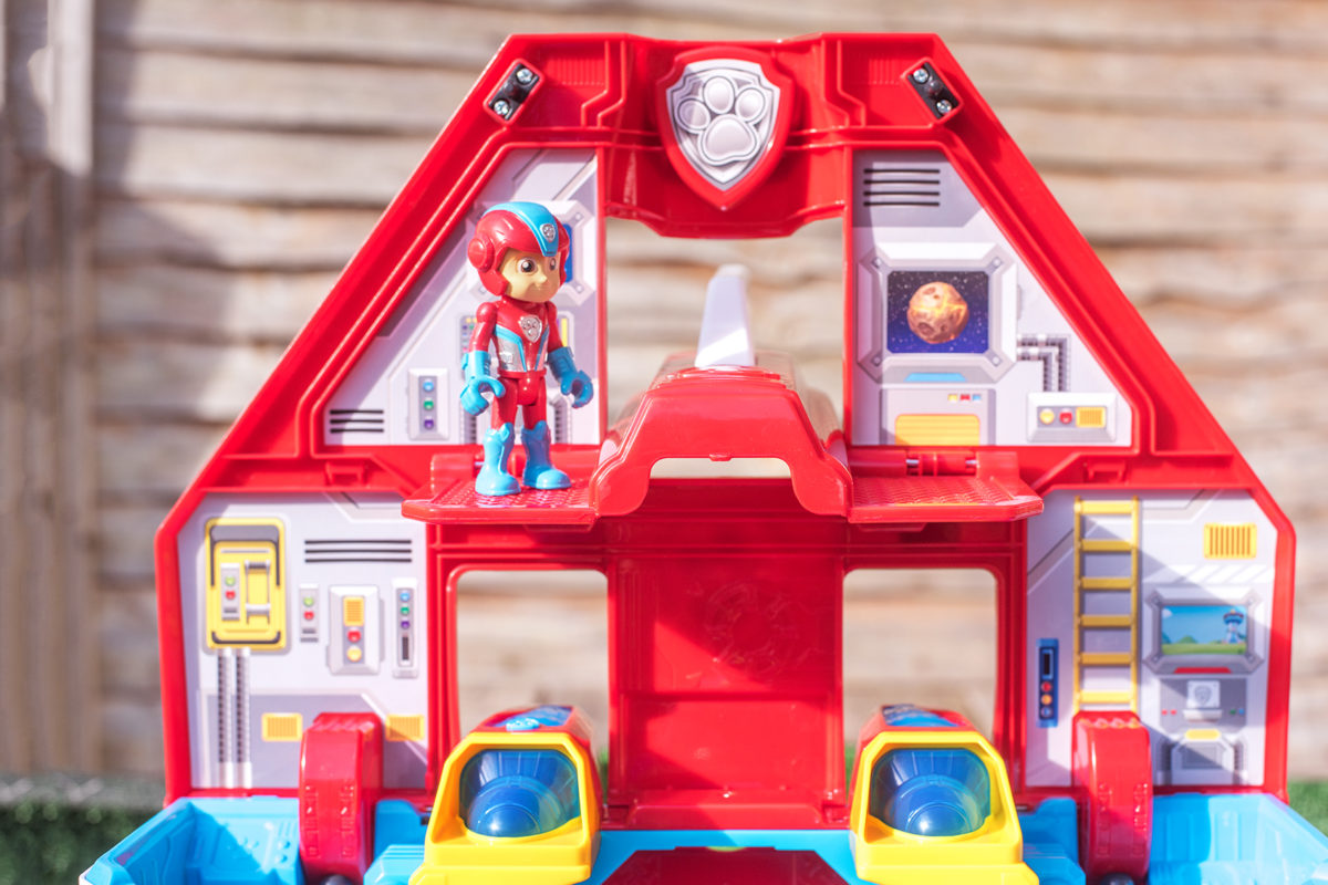 THE WALL OF THE PAW PATROL MIGHTY JET COMMAND CENTRE
