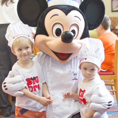 CHEF MICKEY'S – DINE WITH THE FAB FIVE!