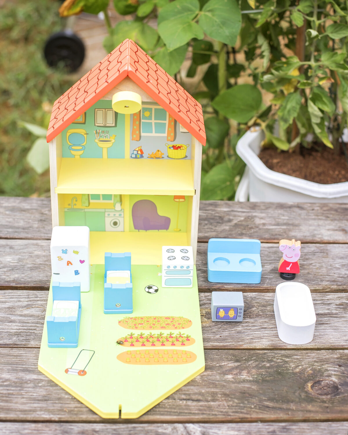 Peppa pig wooden house contents