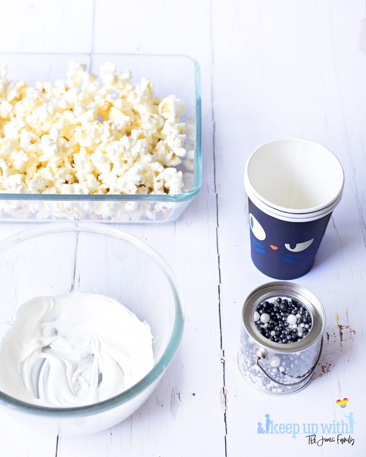 Image shows the ingredients needed to make hocus pocus popcorn. Image by keep up with the jones family.